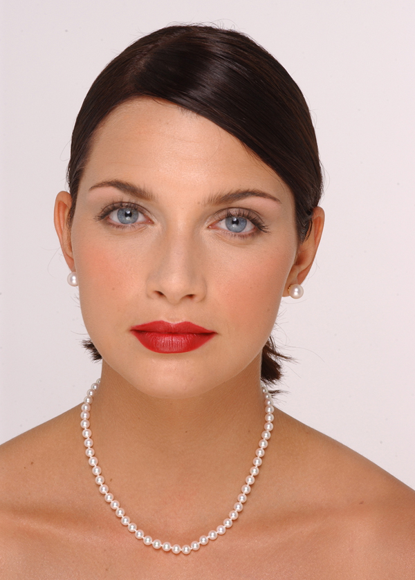 6 x 6.5mm Pearl Necklace Size On A Model