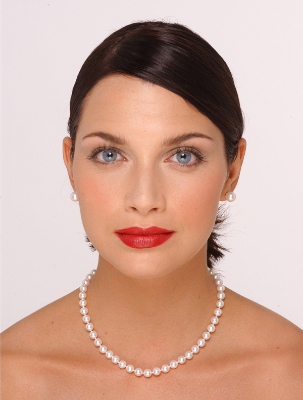 7 x 7.5mm Pearl Necklace Size On A Model