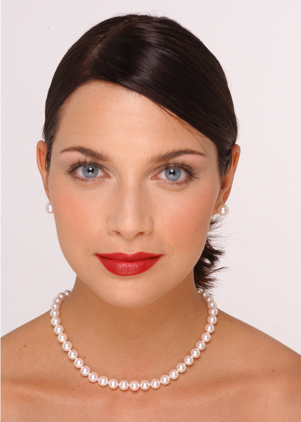 8 x 8.5mm Pearl Necklace Size On A Model