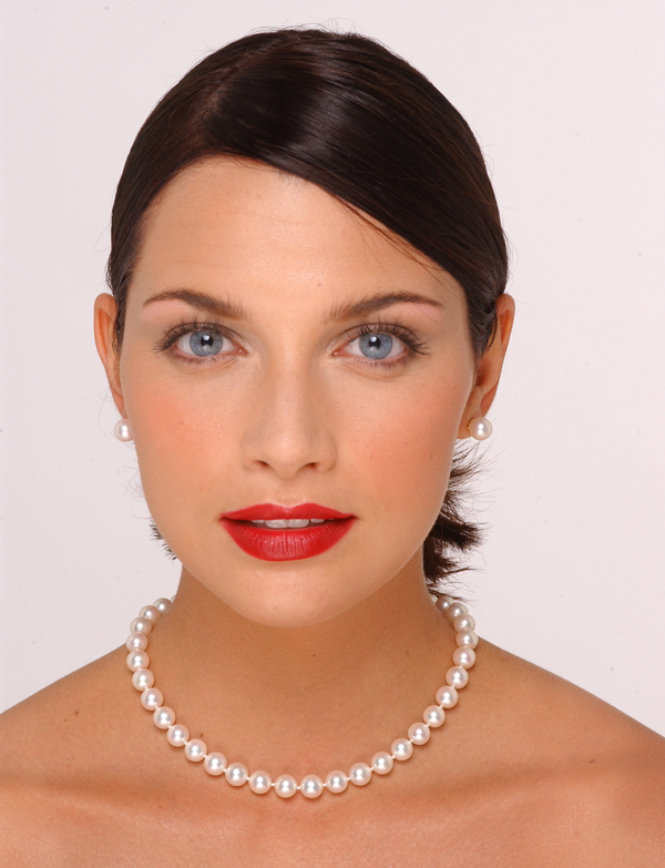 8.5 x 9mm Pearl Necklace Size On A Model